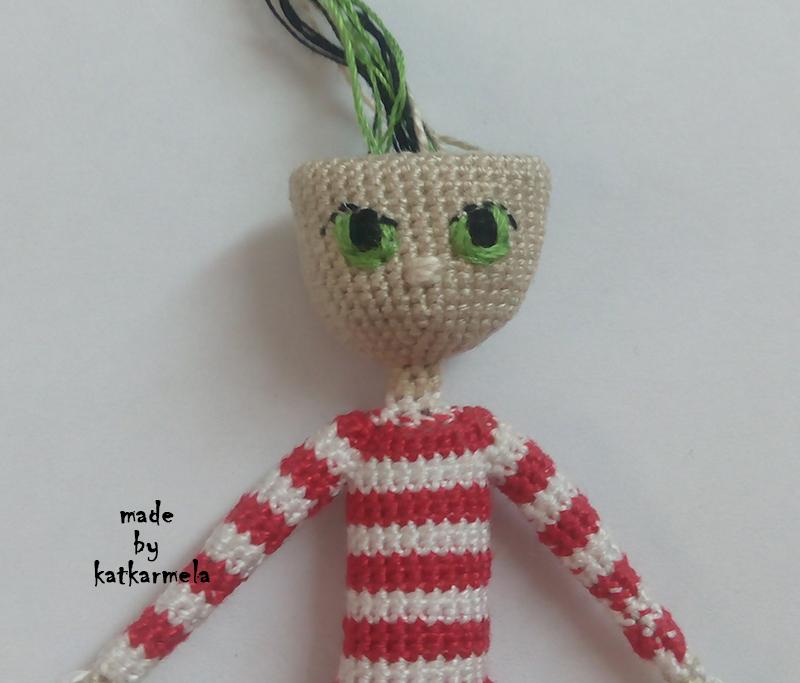 как вышить глаза вязаной кукле