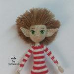 Вышивка глаз вязаной кукле и крепление волос: эльф Эллиот