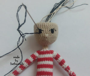вышивка глаз вязаной кукле