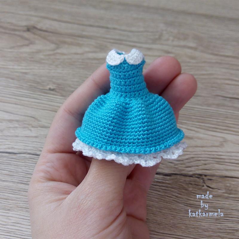 платье для куклы крючком в стиле алисы в стране чудес Katkarmela о
