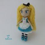 Красивая кукла крючком Алиса в стране чудес