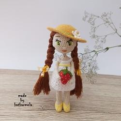 Crochet Amigurumi Doll Lily: Free pattern