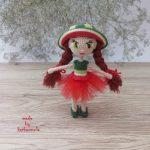 Вязаная одежда для кукол со схемами: куколичка Арбузя