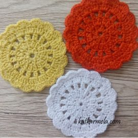 Small crochet napkin for a glass