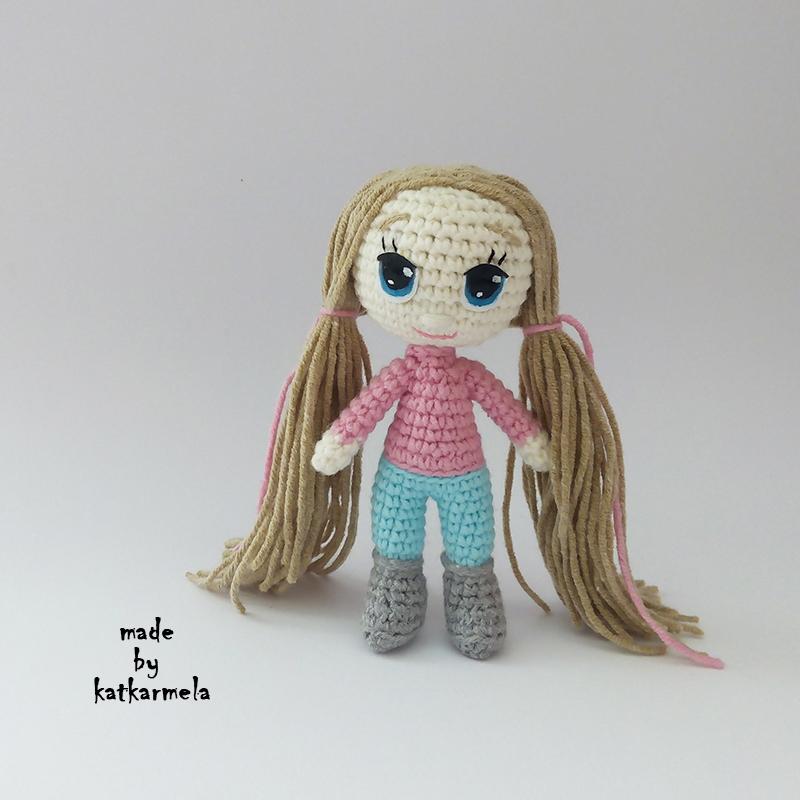 В'язана амігурумі лялька гачком з описом: Ніна