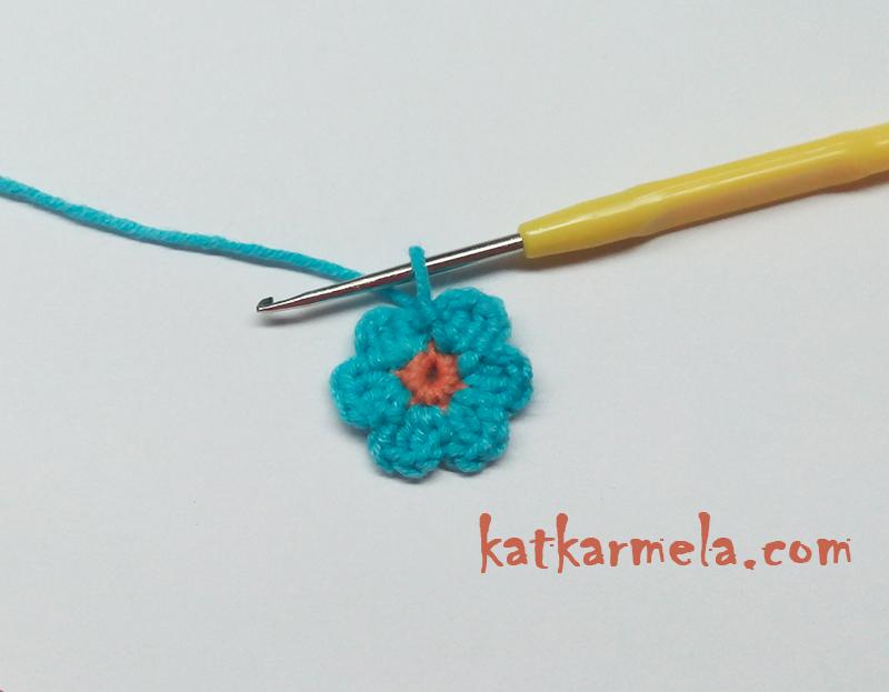 как связать простой цветок