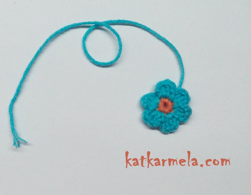 Как связать простой маленький цветок крючком