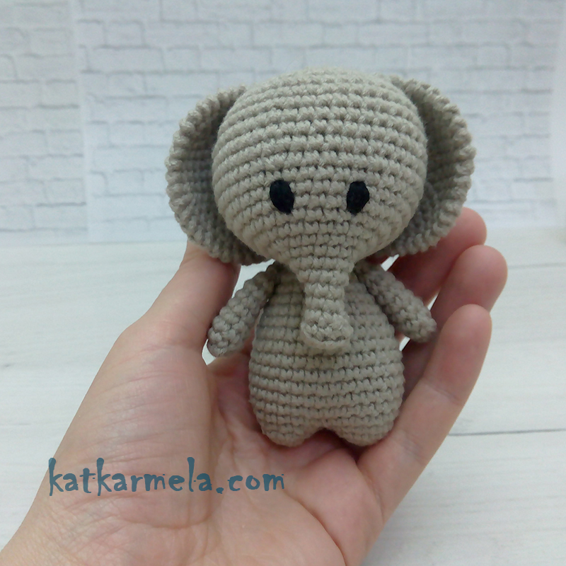 Cuddle Me Elephant crochet pattern - Amigurumi Today | 800x800